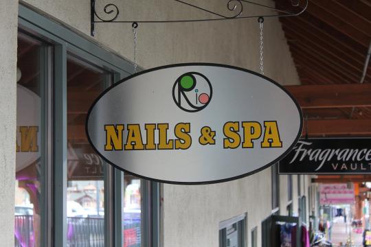 rio nails & spa sign